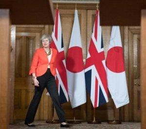 May llega a la conferencia de prensa realizada en Londres luego de las conversaciones con el primer ministro de Japón.
