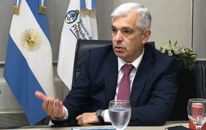 El ministro de Agricultura, Ganadería y Pesca, Julián Domínguez, tras los anuncios.